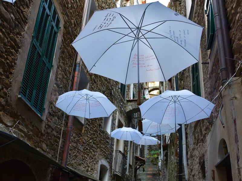 parapluies rue dolceaqua
