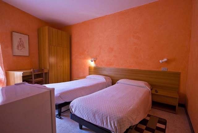 Chambre 2 lits toutes avec salle de bain et wc